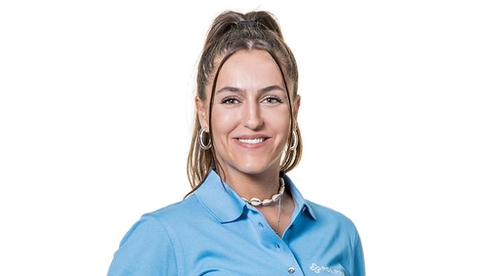 Alessia Genna bei ihrer Arbeit in der Zahnarztpraxis